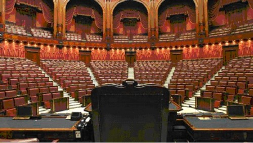 parlamento-in-ferie.jpg